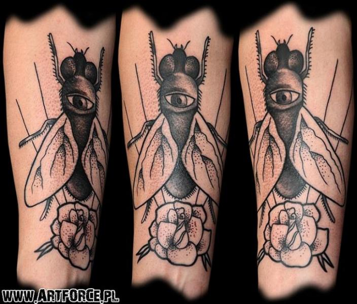 Arm Old School Fliege Tattoo von Art Force Tattoo