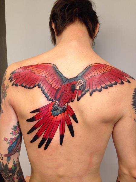 Rücken Papagei Tattoo von Filip Henningsson