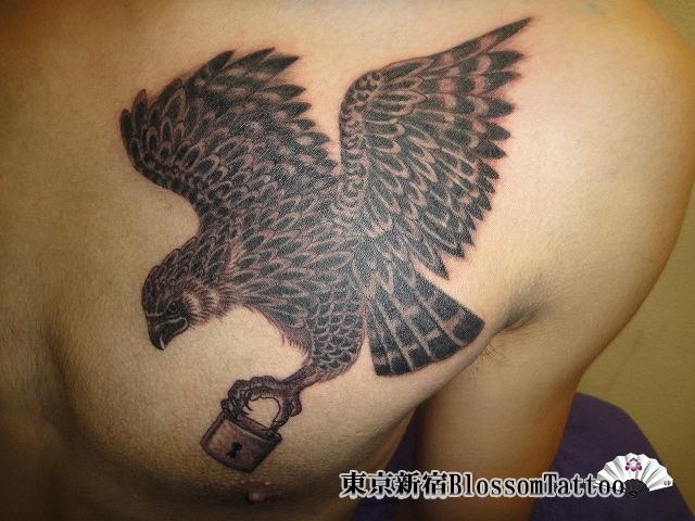 Tatuaggio Petto Aquila di Blossom Tattoo