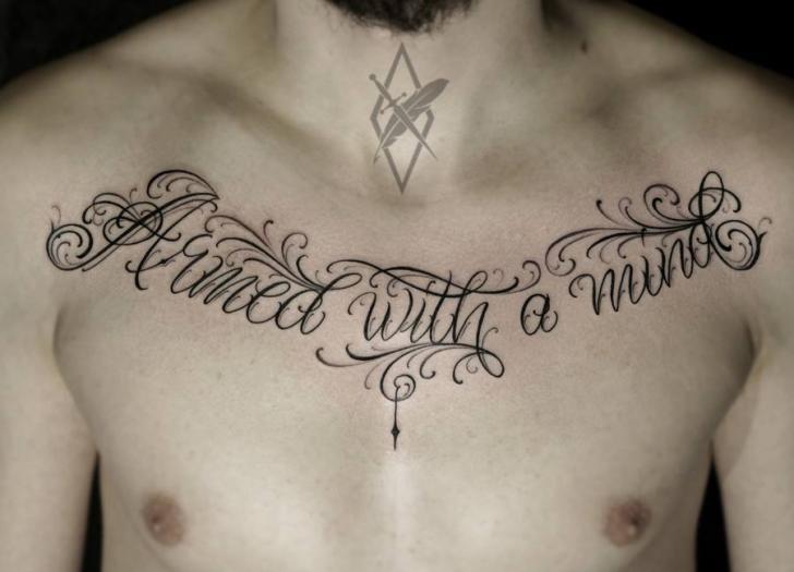 Tatuaje Pecho Letras por Kid Kros
