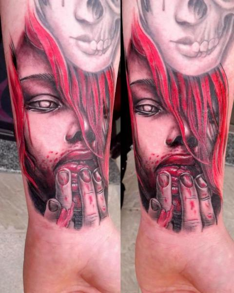 Arm Frauen Blut Tattoo von Next Level Tattoo