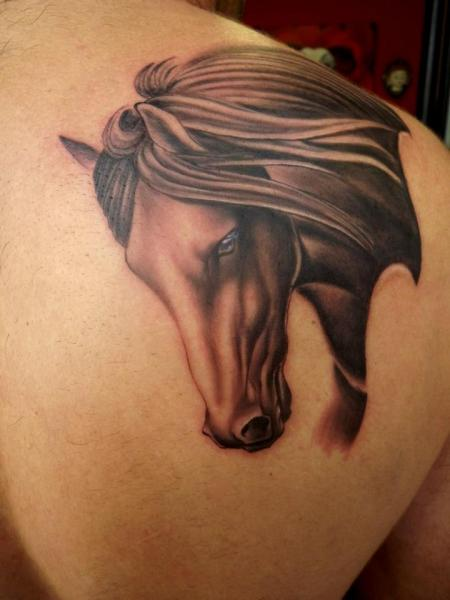 Tatuaje Hombro Realista Caballo por Next Level Tattoo
