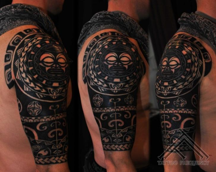 schulter tribal maori tattoo von tattoo frequency. Black Bedroom Furniture Sets. Home Design Ideas