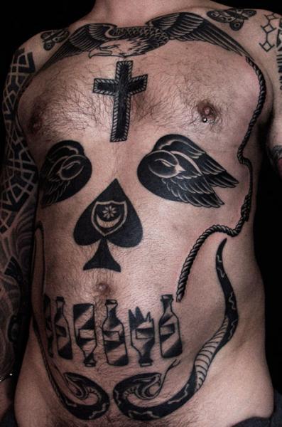 Tatuaggio Teschio Pancia di Into You Tattoo