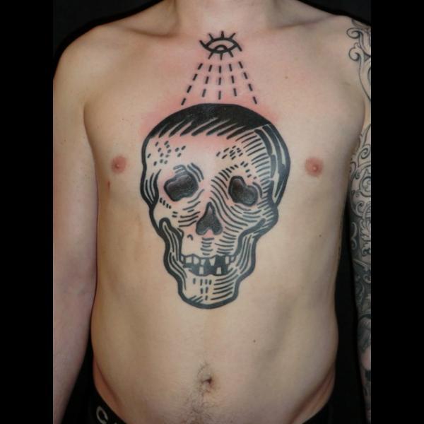 Tatuaggio Petto Teschio di Into You Tattoo