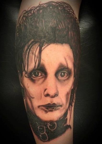 Tatuaje Brazo Fantasy Retrato por Front Line Tattoo