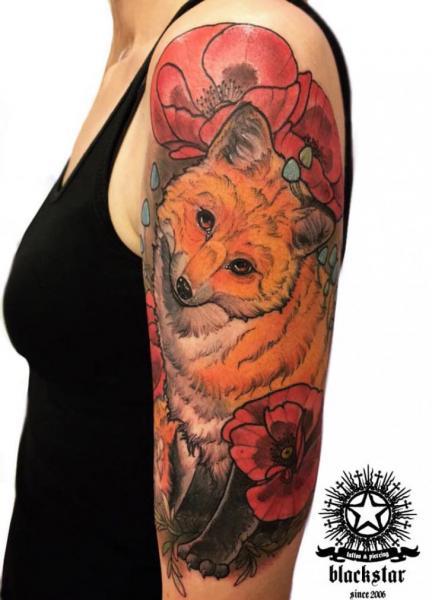 Arm Blumen Fuchs Tattoo von Black Star Studio