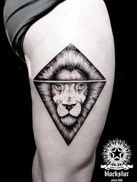 Tatuaggio Leone Coscia di Black Star Studio