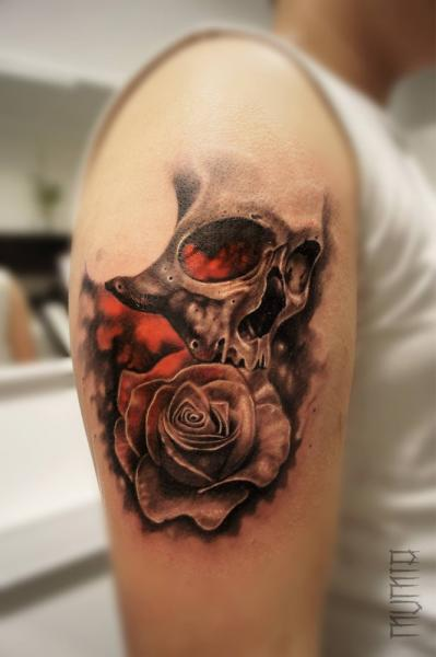 Shoulder Flower Skull Tattoo by Mumia Tattoo