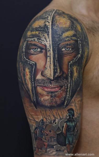 Tatuaje Hombro Realista Guerrero por Ali Ersari