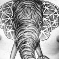 Brust Elefant Dotwork tattoo von MXM
