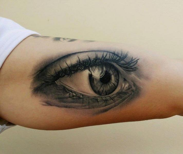Arm Realistic Eye Tattoo by Peter Tattooer