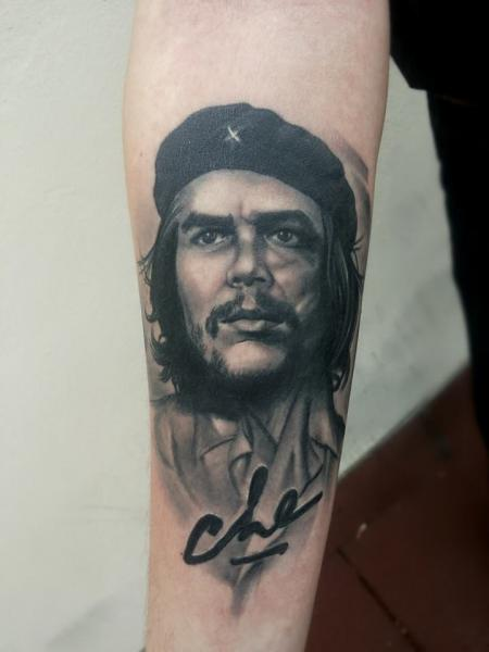 Arm Portrait Realistic Che Guevara Tattoo by Peter Tattooer