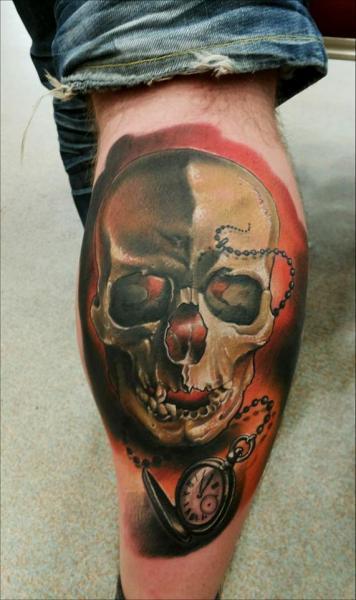Uhr Waden Totenkopf Tattoo von Peter Tattooer