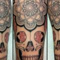 tatuaje Brazo Flor Cráneo por Tattoo B52