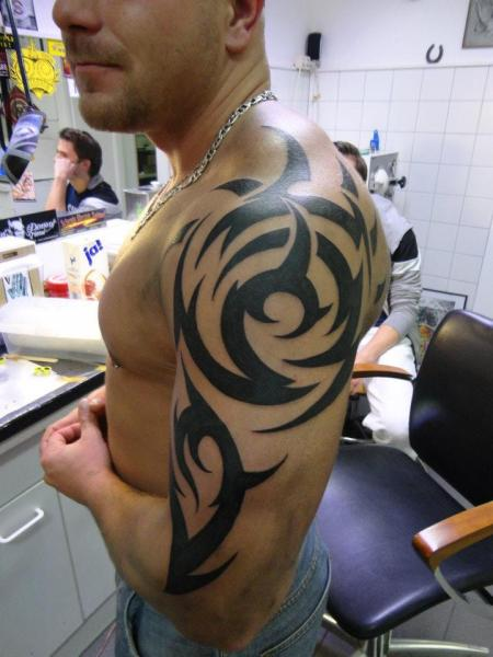 Shoulder Arm Tribal Maori Tattoo by Tattoo B52