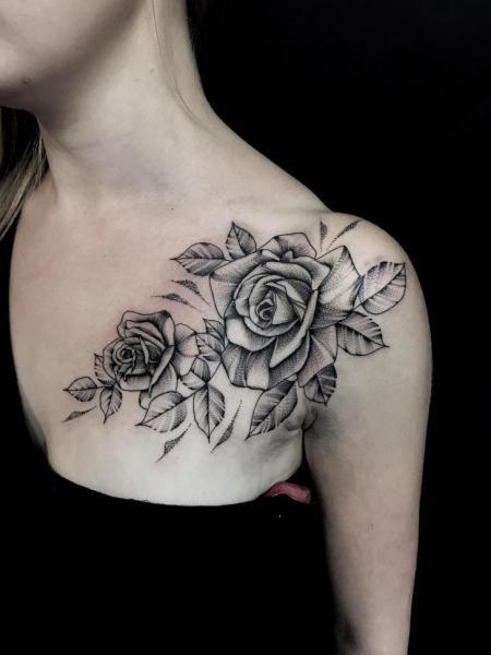 รอยสัก หัวไหล่ แขน ดอกไม้ Dotwork หน้าอก โดย Endorfine Studio