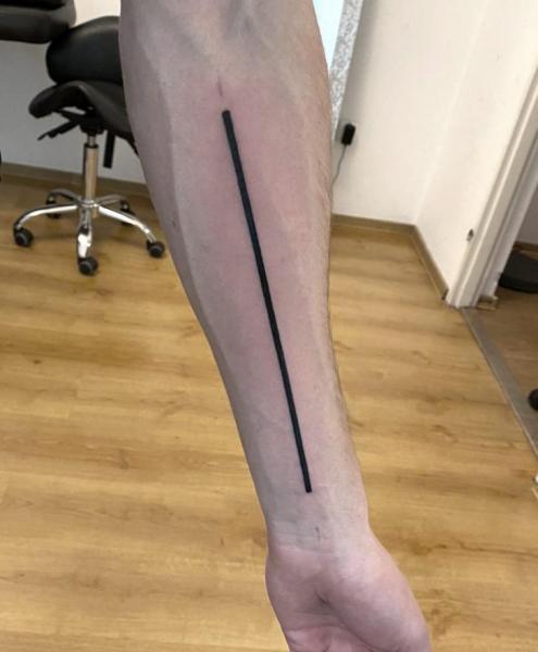 Tatuaje Brazo Línea por Endorfine Studio