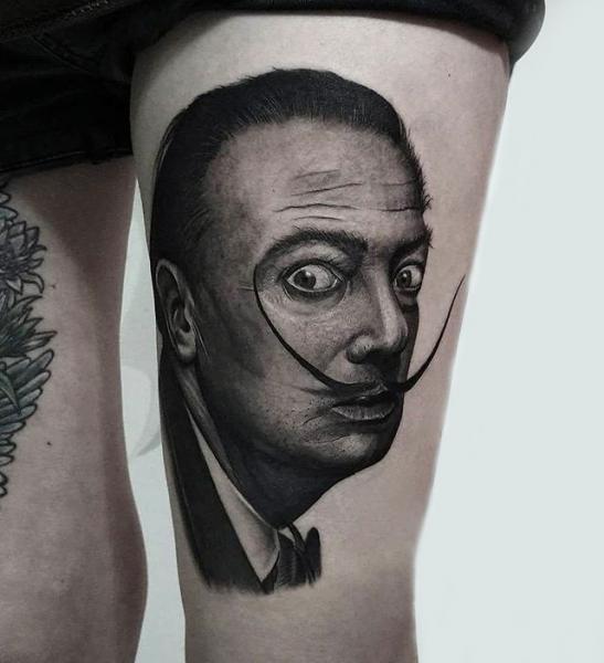 Porträt Dotwork Oberschenkel Tattoo von Endorfine Studio