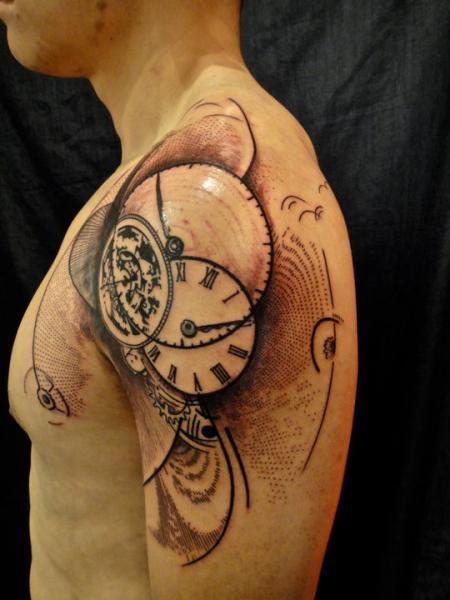 Shoulder Clock Tattoo by Xoïl