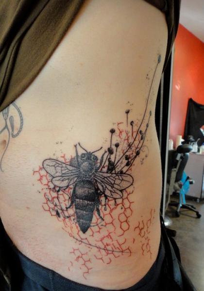 Seite Biene Tattoo von Xoïl