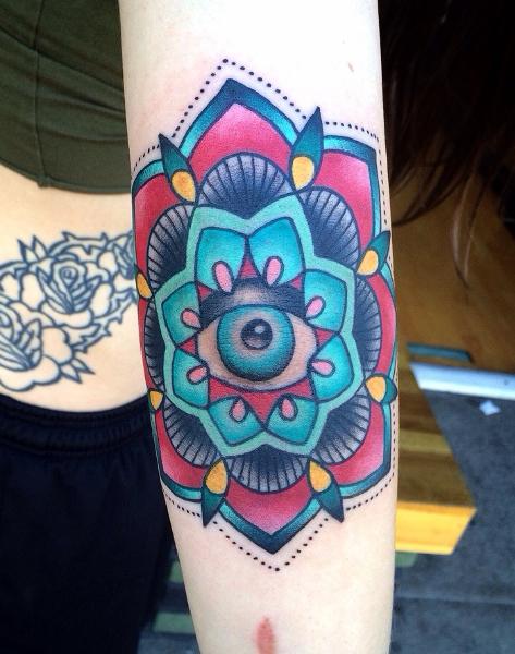 Tatuaje Brazo New School Flor por Alex Strangler