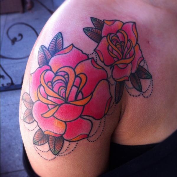 Schulter Old School Blumen Tattoo von Alex Strangler