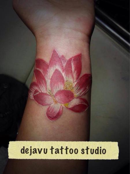 Arm Realistic Flower Tattoo by Dejavu Tattoo Studio