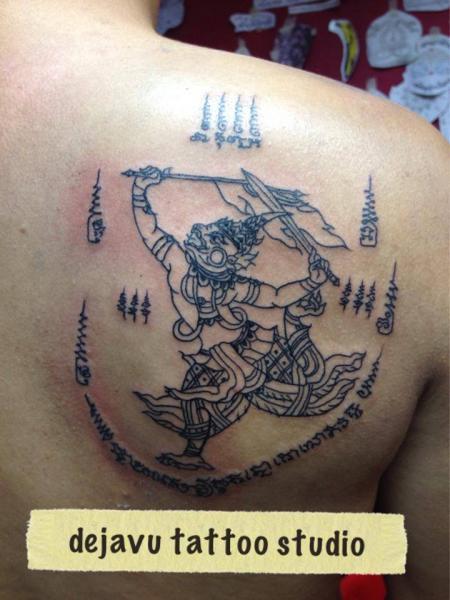Tatuaje Hombro Religioso por Dejavu Tattoo Studio