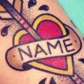 Arm Old School Herz Leuchtturm Pfeil tattoo von Destroy Troy Tattoos