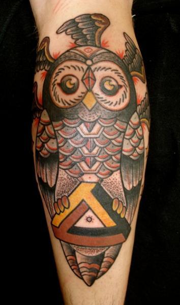 Arm Old School Eulen Tattoo von Destroy Troy Tattoos