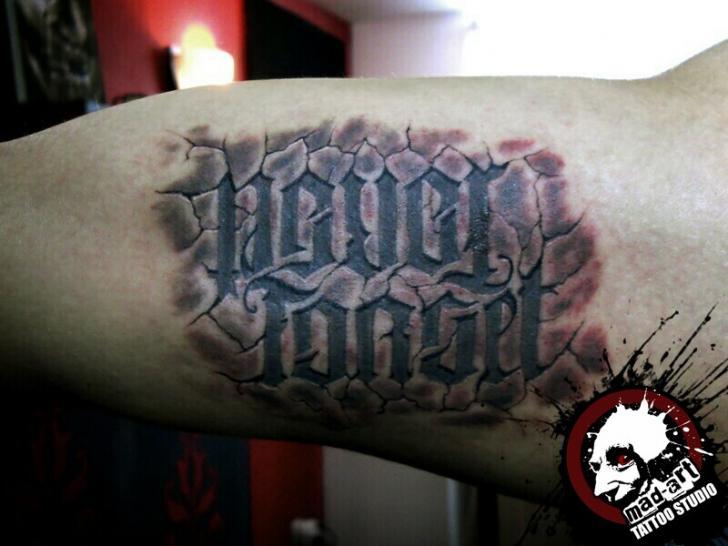 Tatuaje Brazo Letras 3d por Mad-art Tattoo