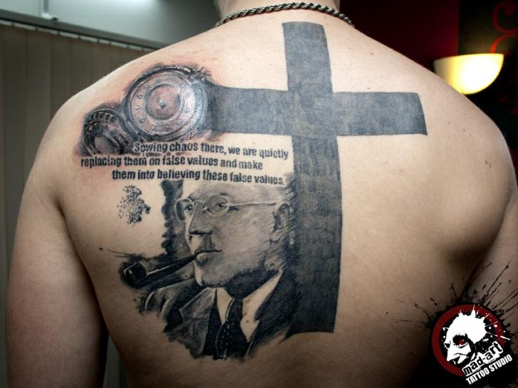 Portrait Back Crux Tattoo by Mad-art Tattoo