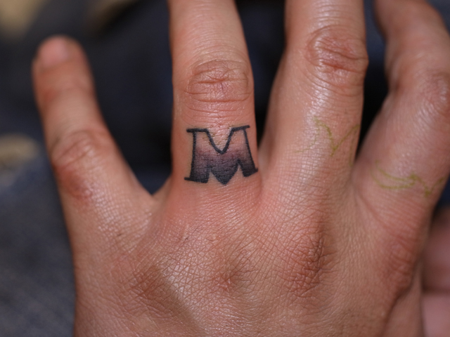 Finger Leuchtturm Tattoo von Daichi Tattoos & Artworks