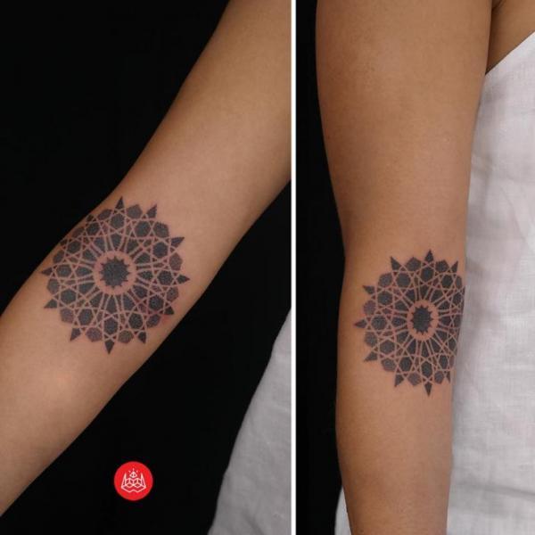 Arm Dotwork Geometric Tattoo by 2vision Estudio