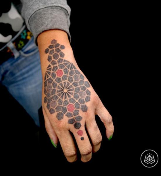 Hand Tattoo by 2vision Estudio