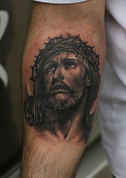 Tatuaje Brazo Jesús Religioso por Da Silva Tattoo