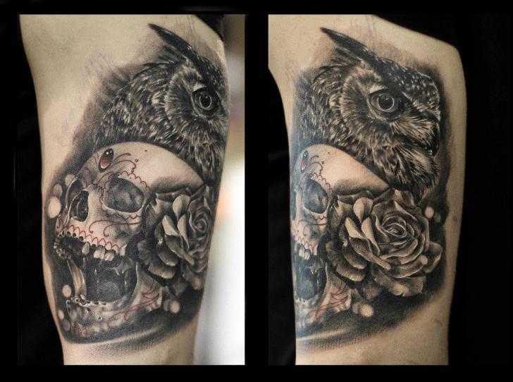 Schulter Realistische Totenkopf Eulen Tattoo von Da Silva Tattoo