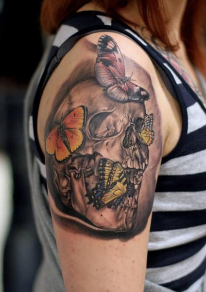 Tatuaggio Spalla Teschio Farfalle di Da Silva Tattoo