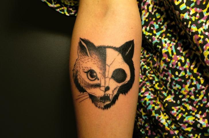 Arm Totenkopf Bären Tattoo von Supakitch