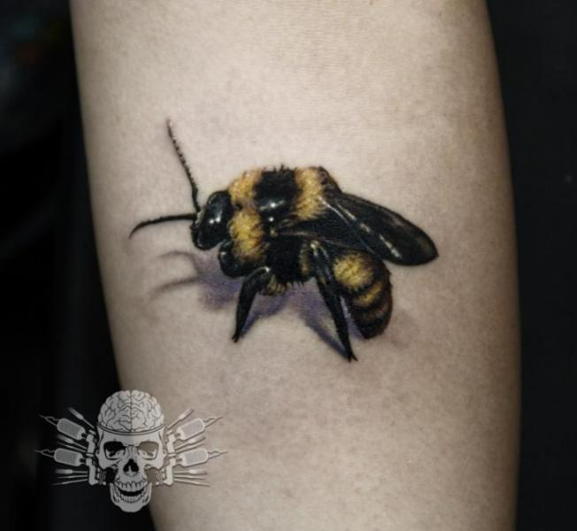 Arm Realistic Bee 3d Tattoo by Tattooed Theory