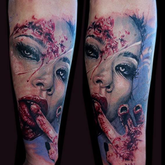 Arm Frauen Blut Tattoo von Jak Connolly