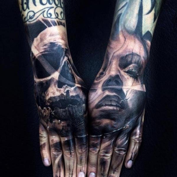 totenkopf frauen hand tattoo von jak connolly. Black Bedroom Furniture Sets. Home Design Ideas