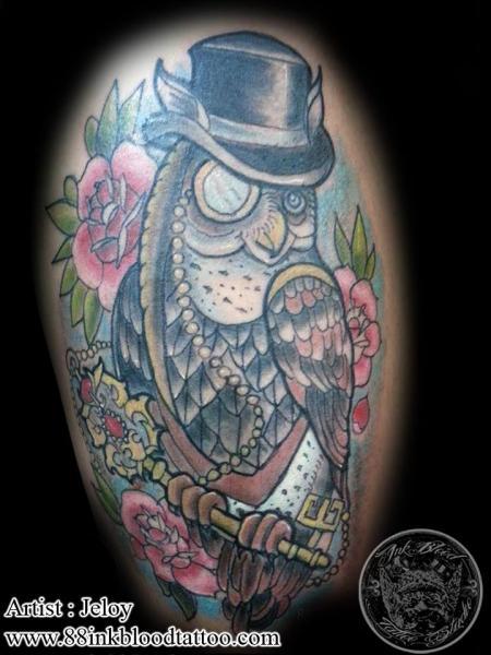 Schulter New School Eulen Tattoo von 88Ink-Blood Tattoo Studio