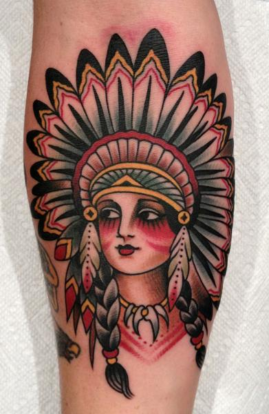 Tatuaje Brazo Old School Indio por Paul Anthony Dobleman