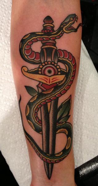Tatuaggio Braccio Serpente Old School Pugnale di Paul Anthony Dobleman