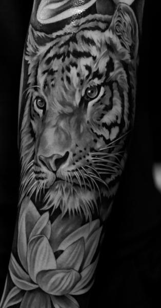 Arm Realistic Tiger Tattoo by Jun Cha