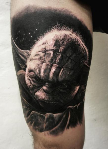 Arm Fantasie Yoda Star Wars Tattoo von Tattoo Studio 73