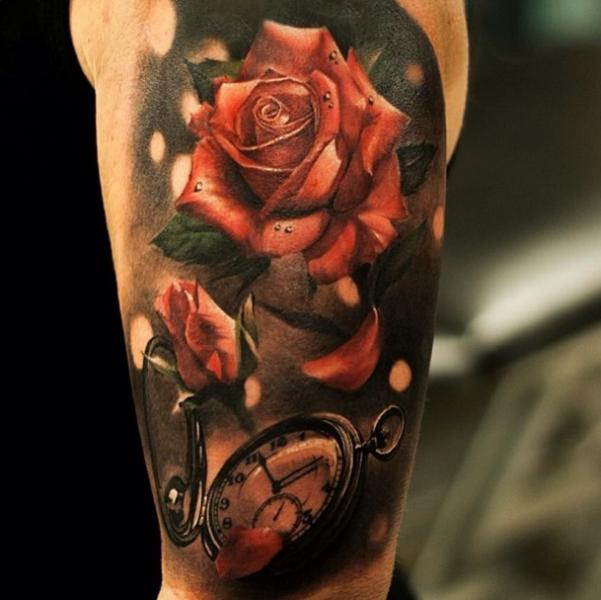 Arm Realistische Uhr Blumen Rose Tattoo von Tattoo Studio 73