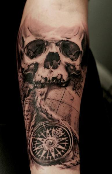 Tatuaje Brazo Cráneo Brújula Por Tattoo Studio 73